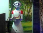 Serveuse Robot au New Grill House de Marly