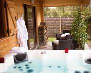 Haut jardin Hôtel Spa & Chalet avec Jacuzzi PRIVE ****